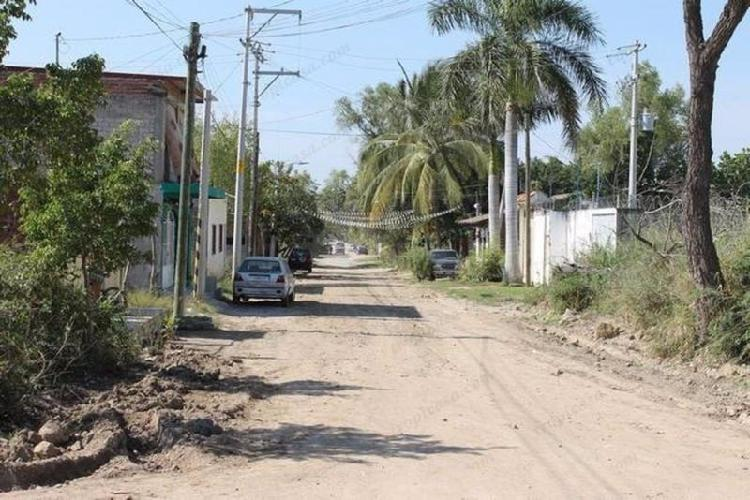 Terreno en mojoneras uso comercial y residencial