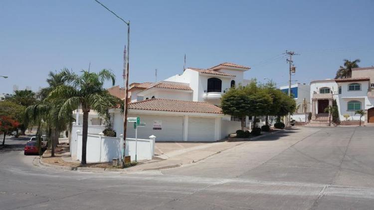Casa en venta residencia montebello/con 3 frentes en