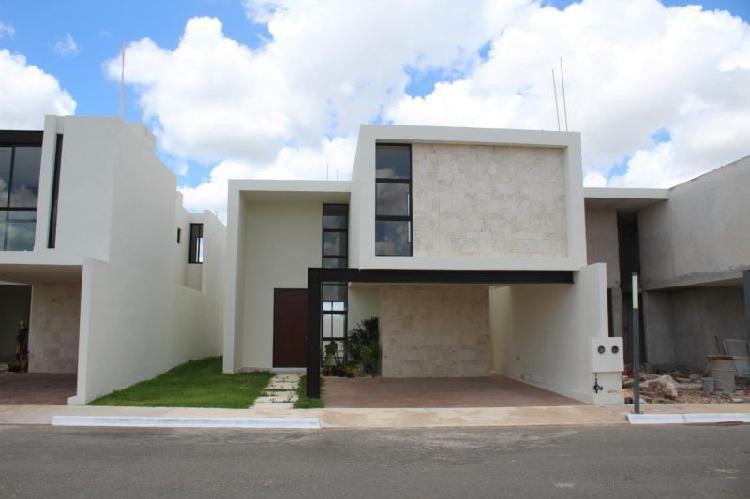 Casa nueva en venta al Norte de Mérida de 3 hab.