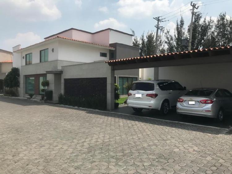 Exclusiva residencia en renta, cerca de galerías metepec