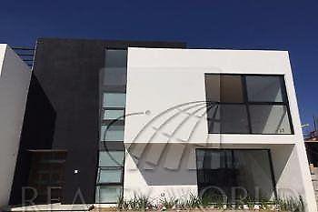 Casa en venta en Toluca, Por Aeropuerto. 3 recamaras.