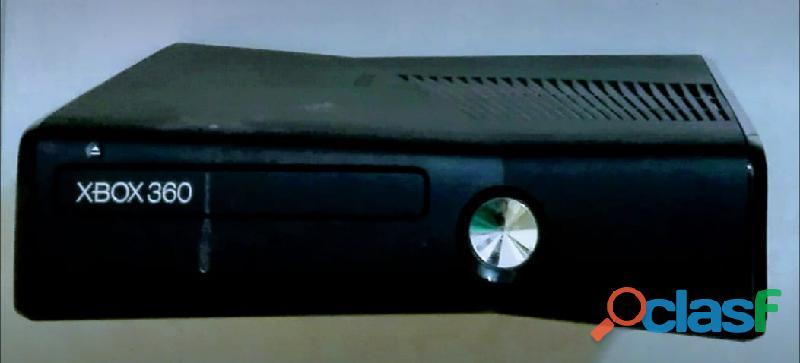 Consola xbox 360 de 4 gb con kinect y tres juegos funcionando perfectamente.