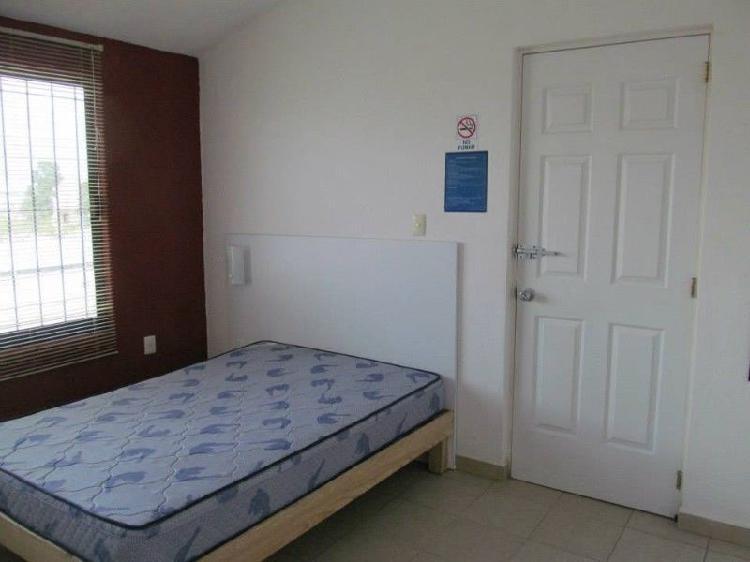 Se renta habitación en toluca con servicios y garaje