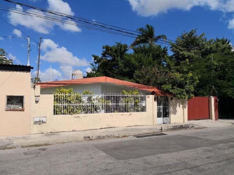 Casa remodelada al poniente de mérida, ¡ubicación