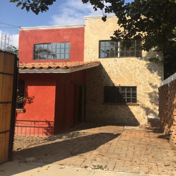 Casa en venta estilo colonial col. el roble a una cuadra del