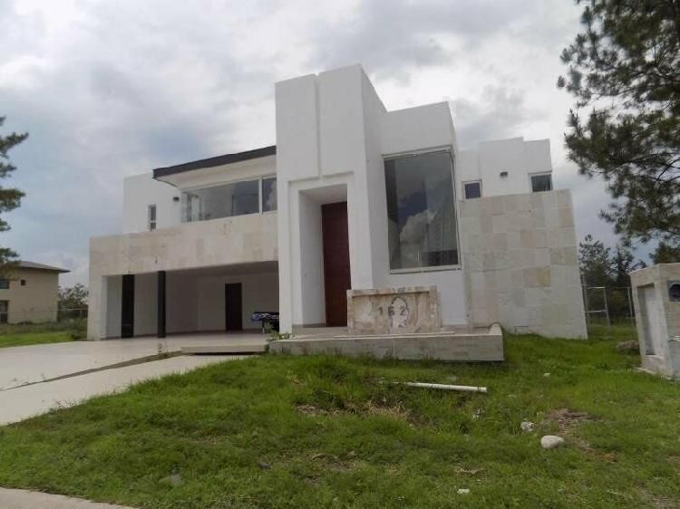 """Home for sale in """"bosques"""" country club, 5 bedrooms, 2"""