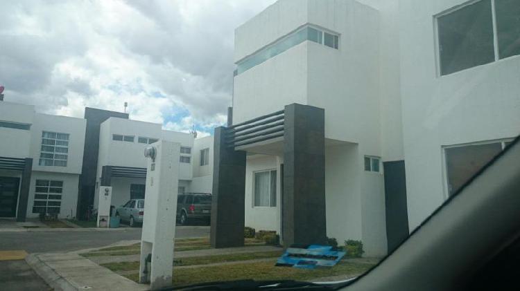 Casa amueblada en privada en zona industrial