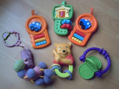 Lote de seis juguetes para bebé