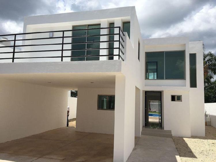 Casa en venta con amplio terreno en avenida conkal 3 cuartos