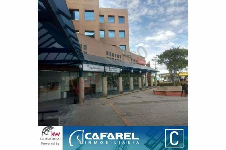 Local comercial en renta, edificio 5 estrellas 7a-7b