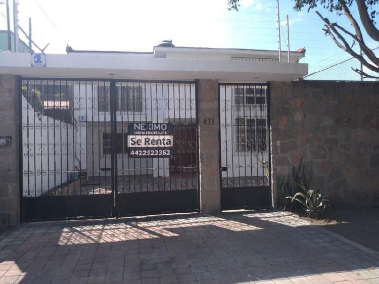 Casa en renta en arboledas a 2 cuadras de bernardo quintana