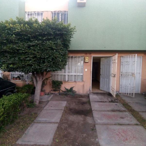 Casa de 2 rec. sobre avenida en los héroes tecamac 6a