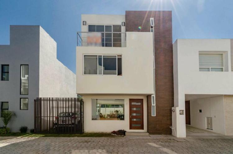 Venta casa en conjunto cerrado atrás de plaza san diego 3