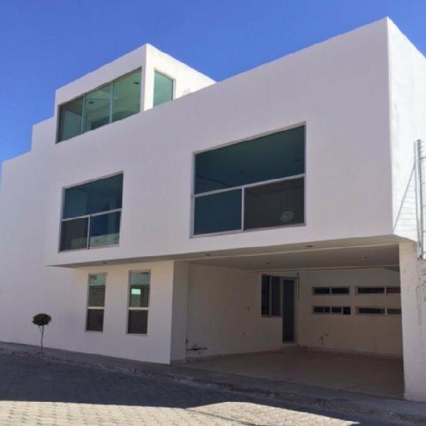 Renta casa camino real a cholula 4 recámaras con roof