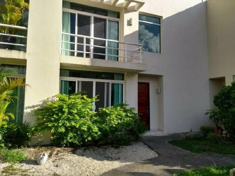 Casa en renta en residencial selvamar