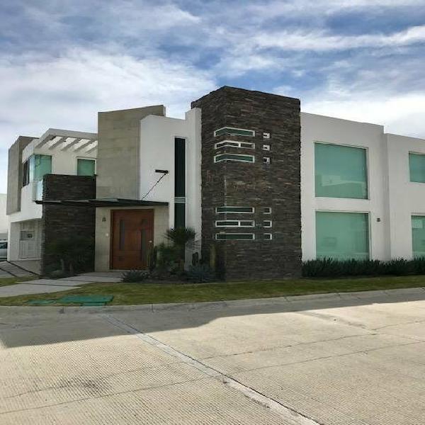Se vende residencia de cuatro recamaras en lomas ii en