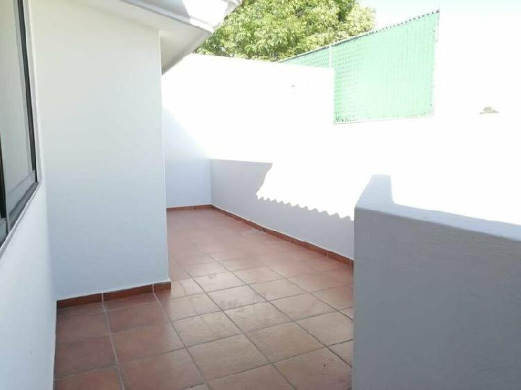 Renta hermosa casa con jardín, en calzada zavaleta, puebla