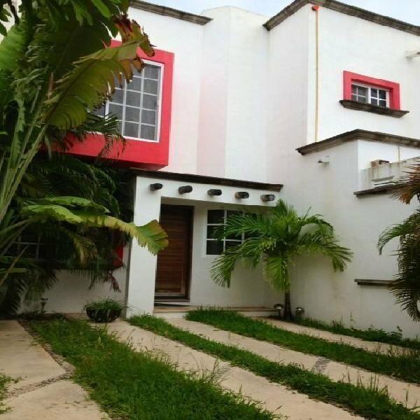 Se vende bonita casa en resindencial canteras canc