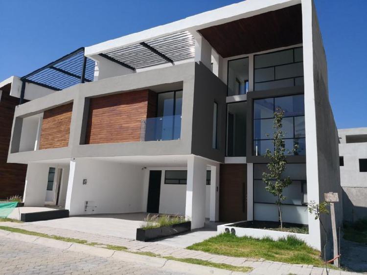 Venta casa doble altura ubicada frente área verde lomas de