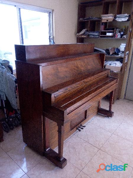 Piano vertical antigup