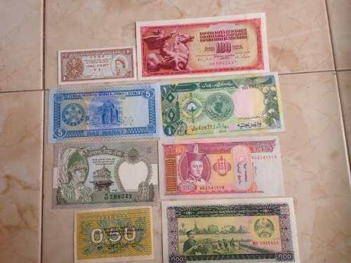 Billetes extranjeros a 30 pesos cada uno