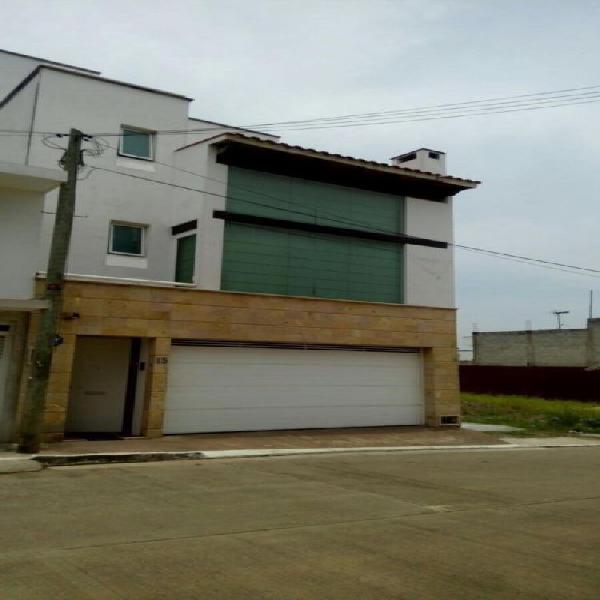 Casa en fraccionamiento cerca de plaza americas