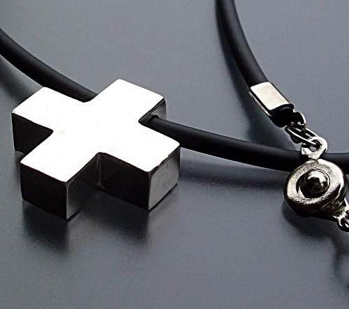 1347ea1b002c Dije cruz suiza 2cm gruesa plata ley 925 + caucho negro 50cm