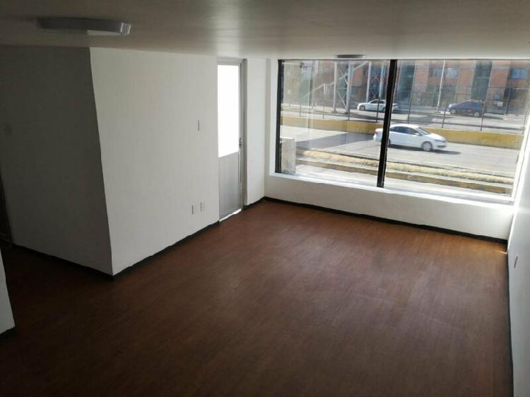 Renta oficina 90m2 sobre circuito estacionamiento