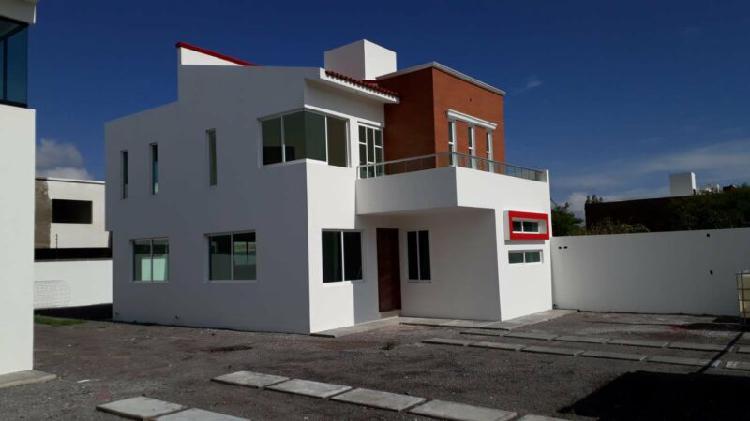 Espectacular casa nueva equipada con gran área de jardín