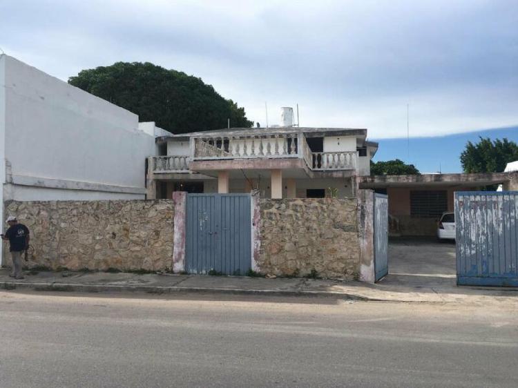 Casa sobre avenida de macroplaza ideal para negocio
