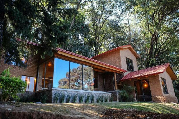 Renta casa sola nueva con vigilancia en fracc. de col. del