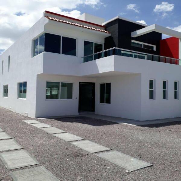 Casa residencial equipada de 4 recamaras la principal con