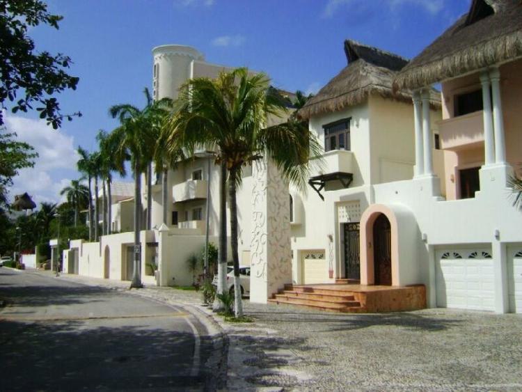 Casa del agua, zona hotelera en venta c2468