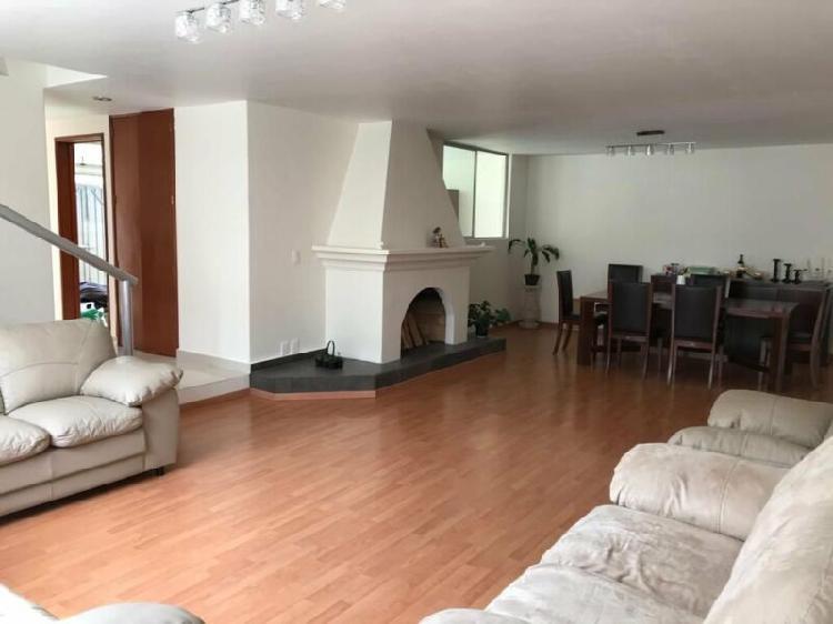 Casa con uso de suelo y en condominio, remodelada