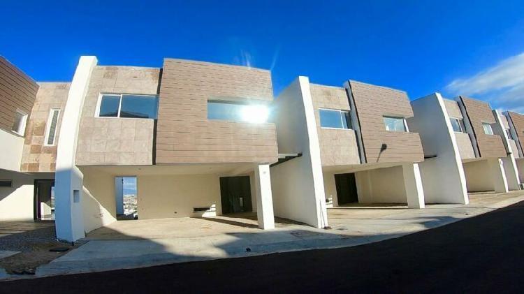 Moderna y amplia casa en la mesa ! 50m2 de patio!