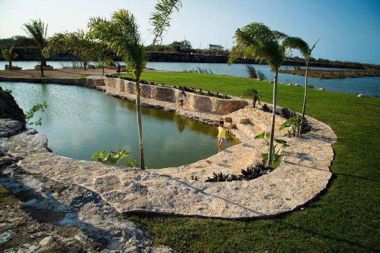 Terrenos en venta dentro de una privada con lago al norte de
