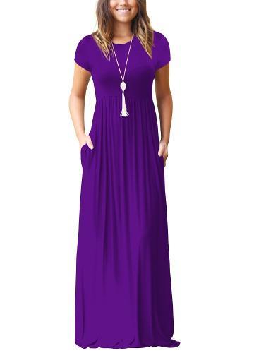 Elegante vestido largo de fiesta o cuello de mujer