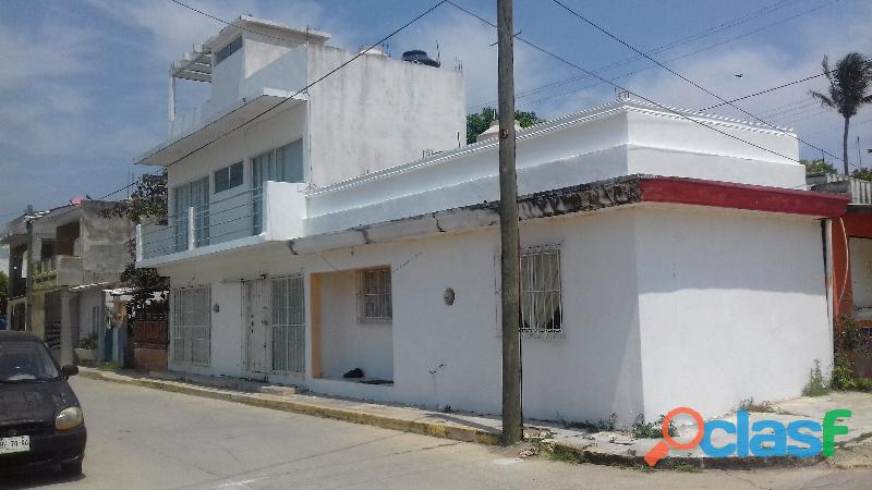 Casa dos recamaras, cerca de centros comerciales