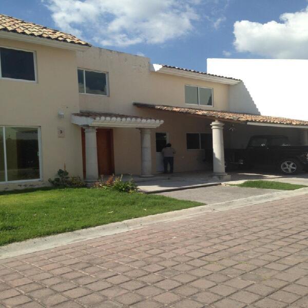Renta casa en camino real, jardin, 3 rec y cuarto servicio