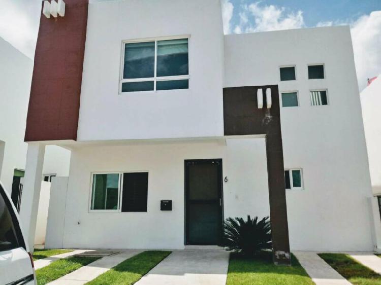 Casa en venta en privada frente al área verde, juriquilla