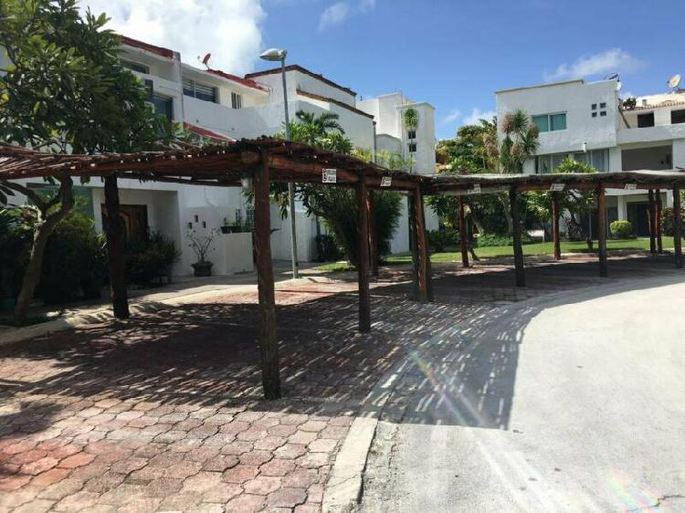 Casa frente a laguna en corazon de zona hotelera de cancun