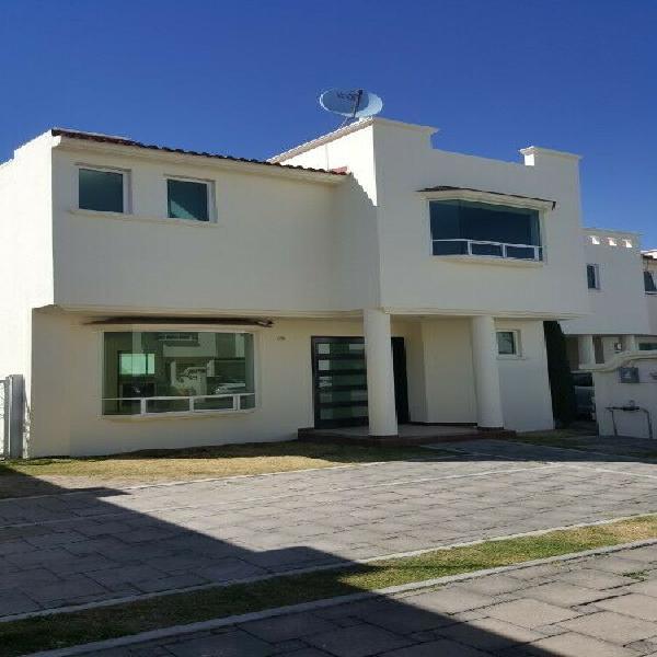 Casa con excelente ubicación en Metepec 300 metros2
