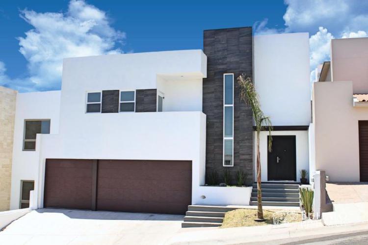 Estrena amplia casa con acabados de lujo en la zona de la