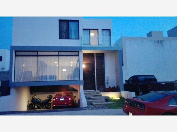Preciosa residencia estilo contemporáneo en valle imperial,