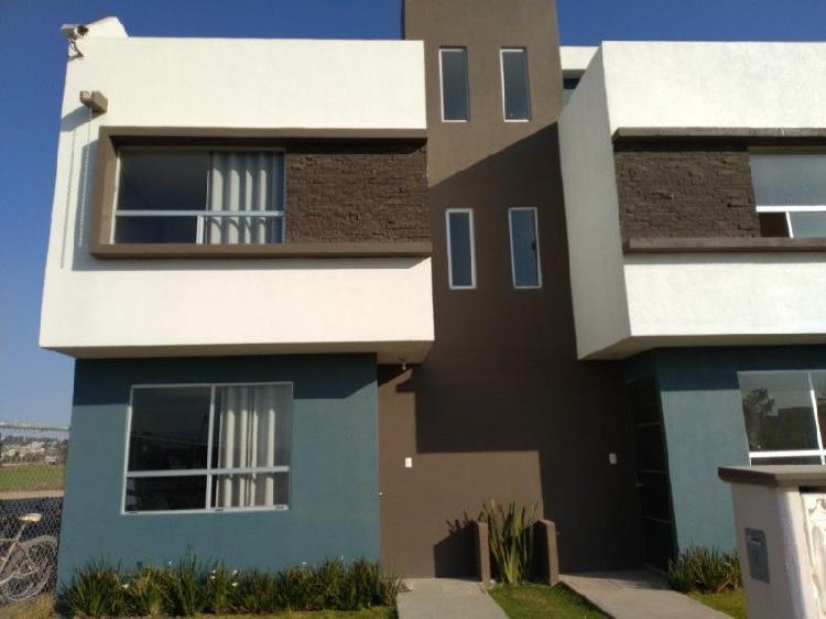 Casa 3 recamaras 3 niveles 3.5 baños estacionamiento 2