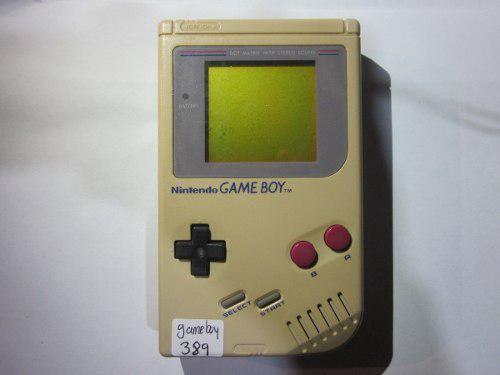 Gameboy clasico un poco amarillo sin tapa de baterias