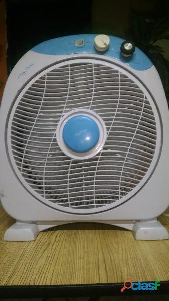 Ventilador de Piso Macilux 12'' Gris con Azul