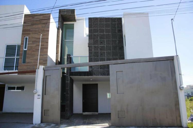 Casa sola en venta en la zona de cd. judicial y periférico