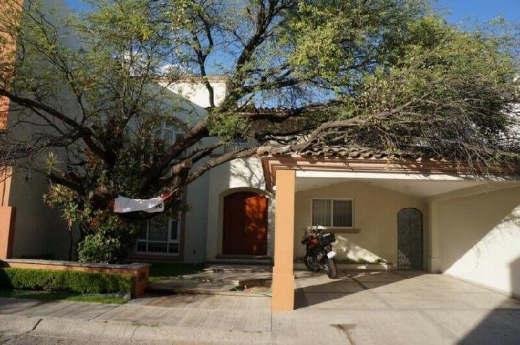 Magnífica casa en venta en zona sur, cerca de colegios y