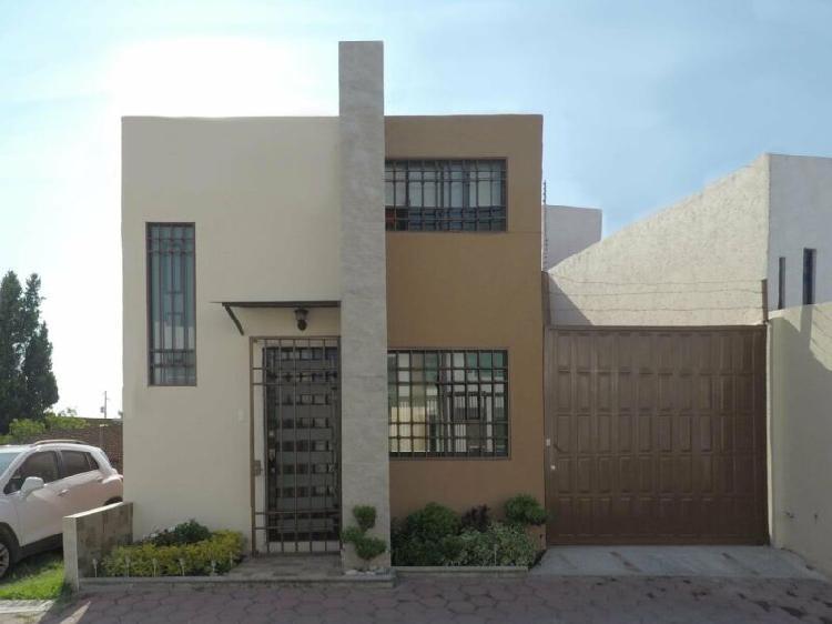 Casa semi-nueva en venta atrás plaza san diego, privada la